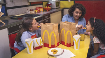 McDonalds y DDB Colombia emocionan con los empaques en Say it with McDonalds